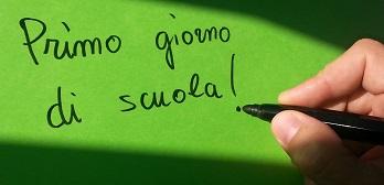 Penna che scrive in un foglio