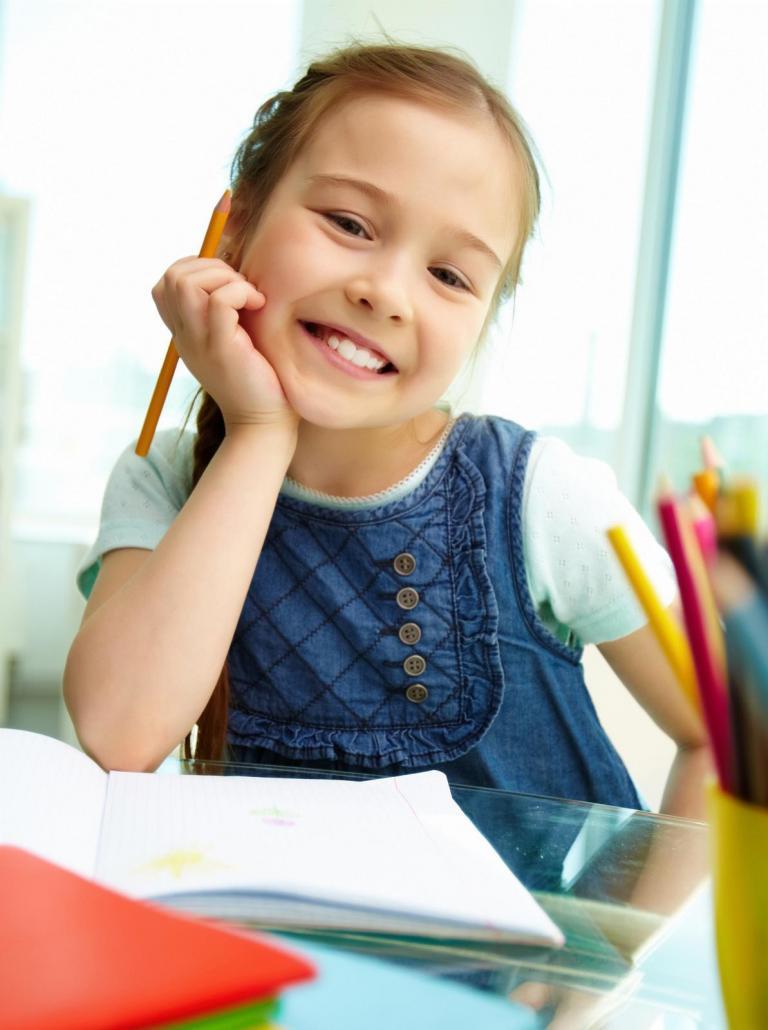 bambina in ambiente scolastico